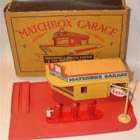 Matchbox Garage MG1 in Yellow
