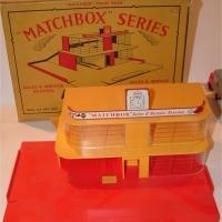 Matchbox Garage Esso 2 storey
